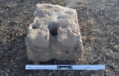 Якорный камень